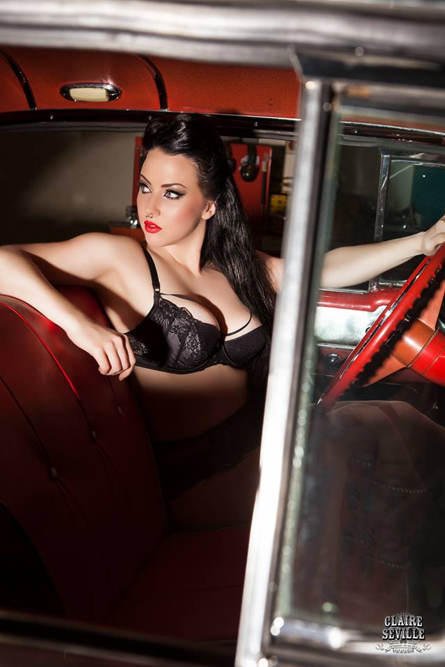 Rebelicious magazine pin up photography